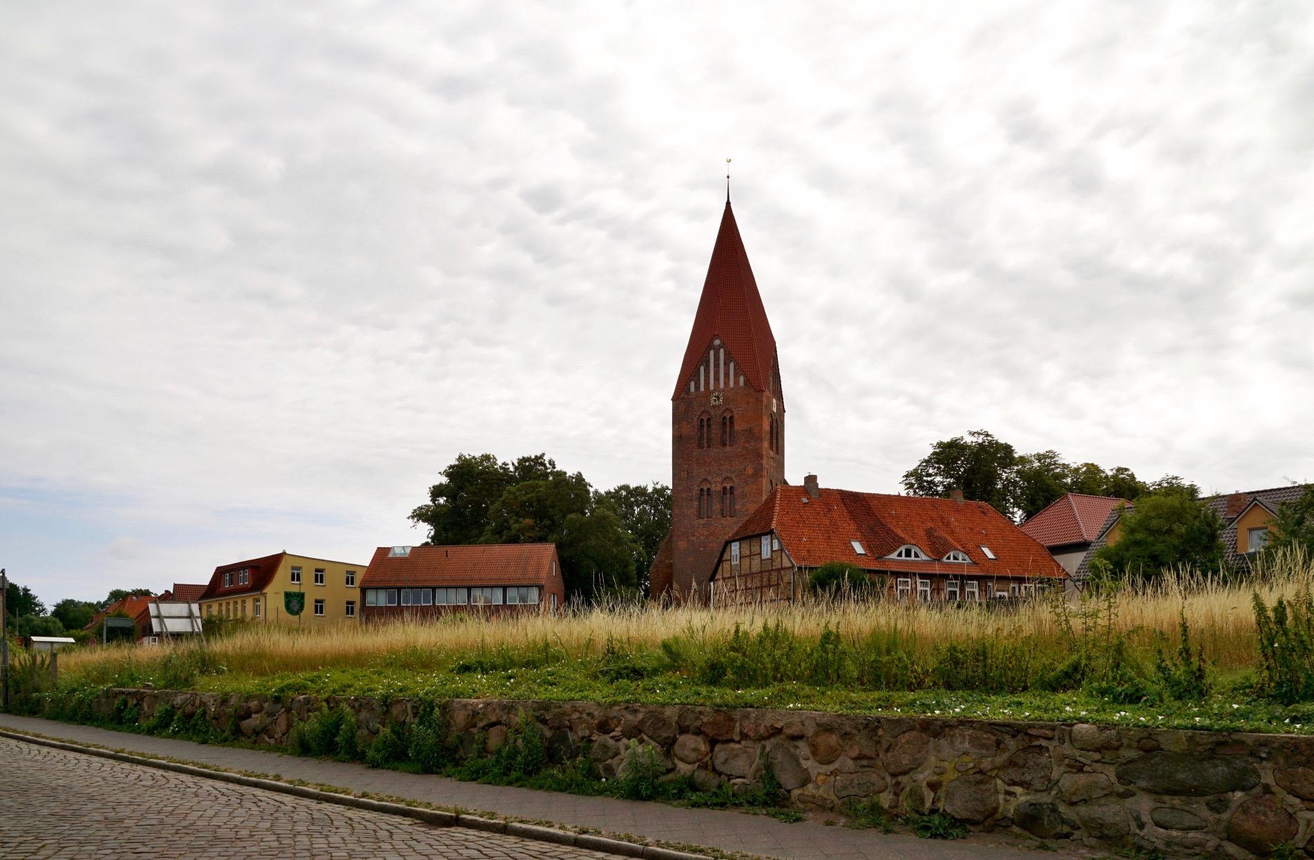 Blick auf die St. Marien-Kirche von der Schloßstraße aus