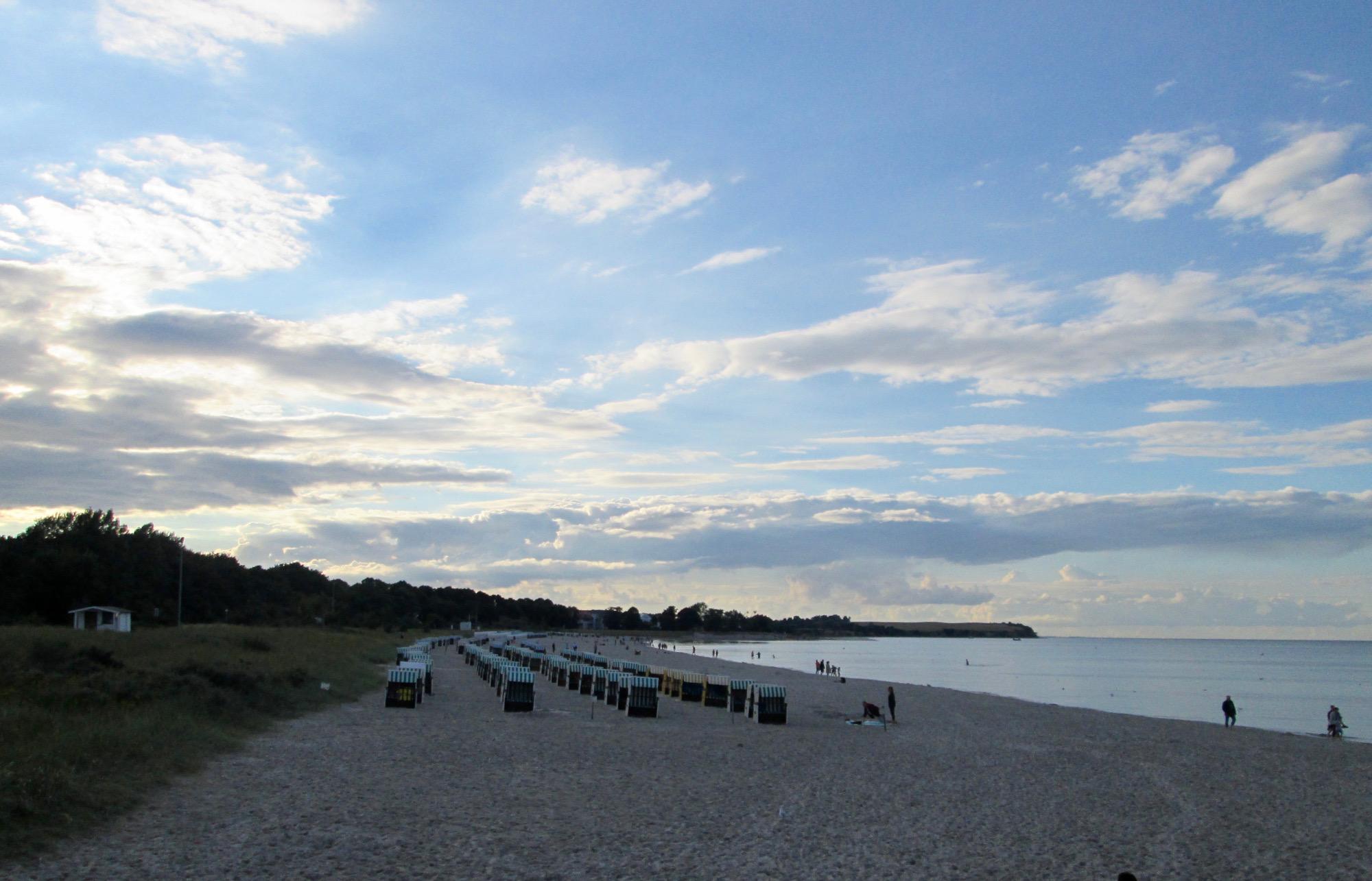 Abendstimmung am Strand in Boltenhagen mit Blick auf die Steilküste